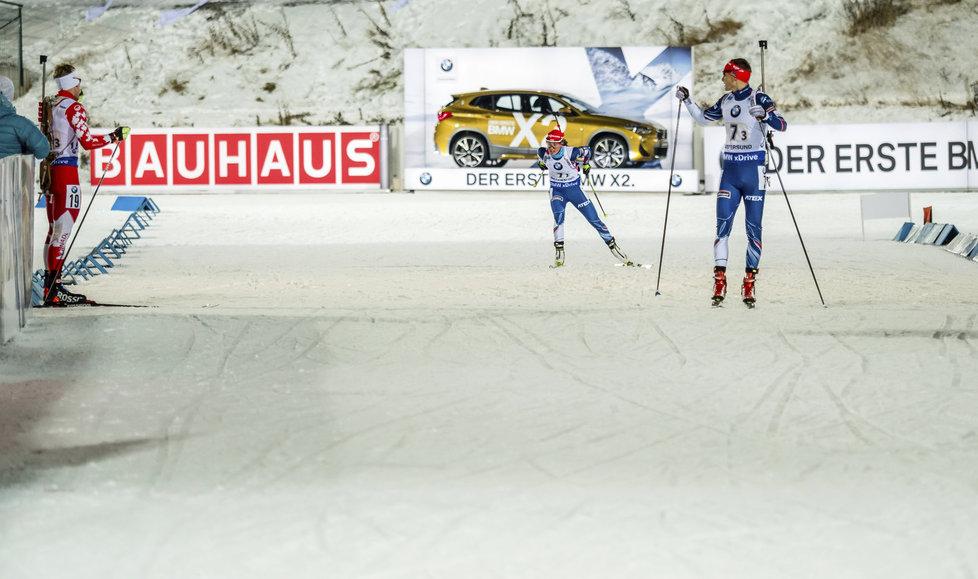 Veronika Vítková se blíží k předávce Ondřeji Moravcovi v závodě smíšených štafet na SP v Östersundu