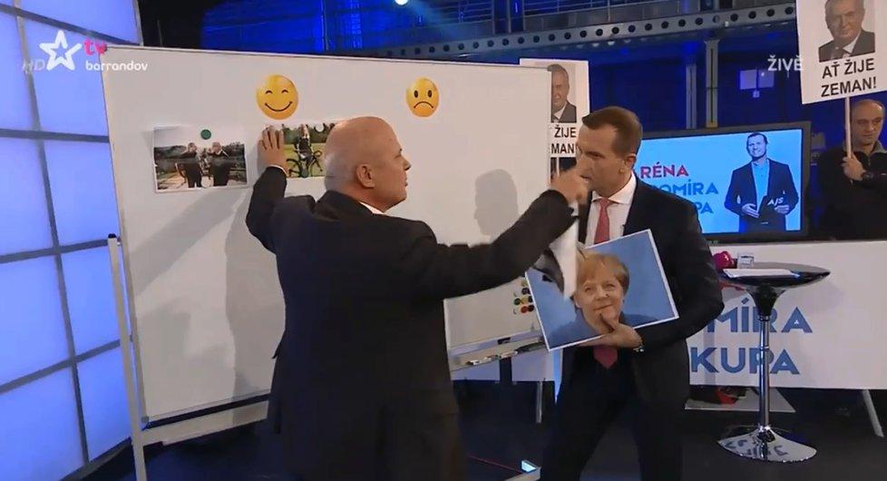 Prezidentský kandidát Michal Horáček (vlevo) a šéf TV Barrandov Jaromír Soukup spolu před kamerami