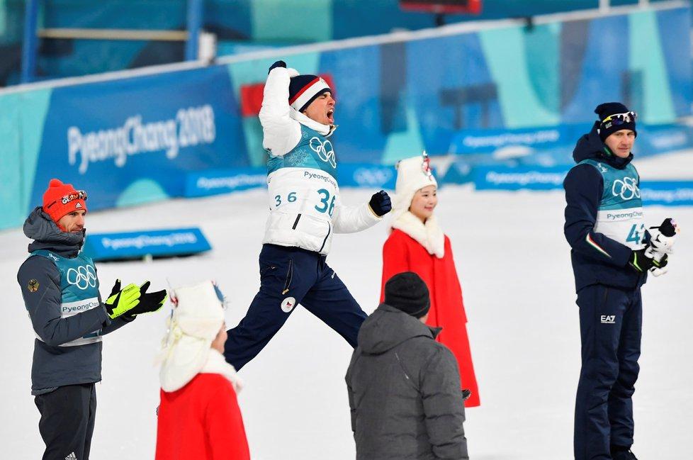 Michal Krčmář si skáče na stříbrný stupínek po olympijském sprintu v Pchjongčchangu