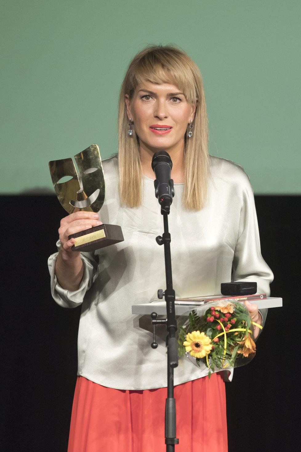Olga Menzelová převzala za manžela cenu