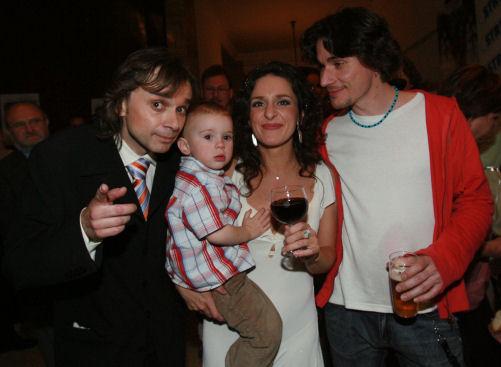 Richardu Pachmanovi (vlevo) přála i Dita Hořínková se synem a neVyVolený Luboš Vích.