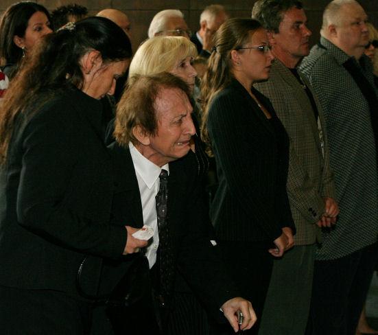Jaroslav Čejka na obřadu plakal, a když měl vstát, museli jej nejbližší podpírat.