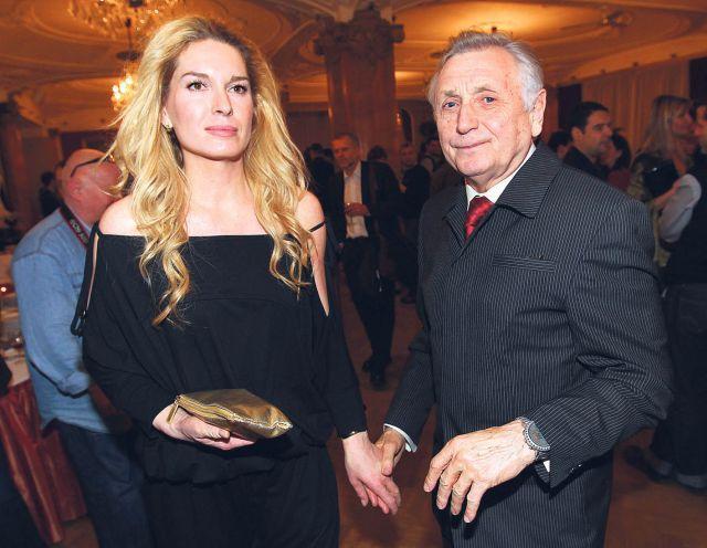 Mezi Olgou Menzelovou a jejím manželem Jiřím je vše v nejlepším pořádku. Už se zase vodí za ruce.