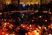 Staroměstské náměstí, symbol české soudržnosti, zaplavují denně tisíce svíček. V neděli se tady rozloučíme se zesnulými hrdiny naposledy.