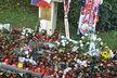 Stovky svíček vyjadřují smutnou vzpomínku na Josefa Vašíčka