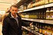"""Petr Havlíček: """"Mohu doporučit přede-vším olivový olej, bez příchutě, extra virgin (virgin – panenský, pozn. red), za studena lisovaný, z prvního lisování, kvalitní olej, a to spíše na studenou kuchyni. Na teplou kuchyni je vhodný olej z druhého lisování, který je podstatně levnější."""""""