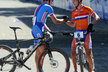 Ondřej Cink přijímá gratulaci od druhého Nizozemce Michiela van der Heijdena