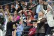 I Jana Novotná se zapojila do mexické vlny, která obíhala O2 Arenou při finále Fed Cupu