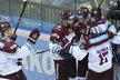 Sparťanští hokejisté se radují z gólu na 2:1 proti Litvínovu