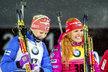 Gabriela Soukalová po závodě zářila, po boku měla vítězku Finku Mäkäräinenovou