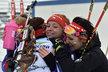 České juniorské biatlonistky se objímají v cíli úvodního vytrvalostního závodu na ME v Novém Městě: zleva pátá Simona Maříková, třetí Markéta Davidová a Natálie Jurčová, která skončila čtyřicátá druhá.