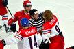 Kapitán Jakub Voráček neváhal stáhnout rukavice a prát se za svůj tým