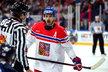 Tomáš Plekanec se vyčítavě dívá na rozhodčího v duelu s Finskem
