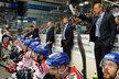Bývalý vynikající útočník, teď asistent trenéra české hokejové reprezentace Václav Prospal na střídačce národního týmu