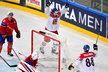 Jan Kovář a David Pastrňák se radují z gólu v prodloužení proti Norsku