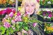 Květiny miluje, stejně jako práci na zahrádce.
