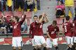 Fotbalisté Sparty slaví gól Tomáše Rosického (vlevo) do sítě Karviné