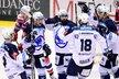Plzeňští hokejisté se radují z gólu do pardubické sítě