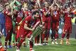 Mohamed Salah s trofejí pro vítěze Ligy mistrů