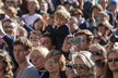 Poslední rozloučení s Karlem Gottem: Stovky lidí se přišly rozloučit