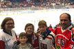 Vdovec Marek Výborný (KDU-ČSL) vyrazil s dětmi na hokej: Chvilky štěstí po tragickém roce (30.12.2019)