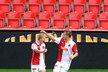 Štěpán Koreš (vlevo) a Zbyněk Pospěch se radují z gólu proti Bohemians před prázdnými tribunami v Edenu