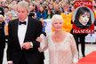 Prvoligová ozdoba Karlovarského festivalu, první dáma  divadelní i filmové scény Judi Dench dorazila v tradiční bílé