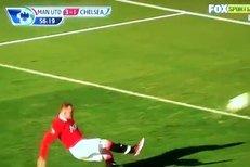 Wayne Rooney zahodil penaltu proti Chelsea, což ho ale nakonec mrzet nemuselo. United vyhráli 3:1.