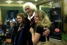 Petr Hapka byl na večírku v doprovodu devatenáctileté milenky Kateřiny a dcery Petry