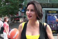 Eliška Kaplicky je dcerou filmového producenta i majitele bělky Sixteen Jaroslava Boučka, k dostihům má tedy hodně blízko. I proto ji dokument o Josefu Váňovi hodně oslovil