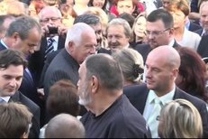 Video z útoku na prezidenta Klause, jak ho zachytily kamery televize Prima Family