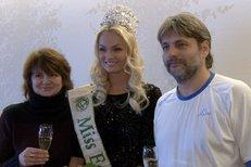 Miss Earth Tereza Fajksová přiletěla domů