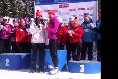 Gabriela Soukalová zpívá na rozloučenou Tomáši Holubcovi