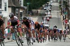 Hříšník Armstrong cyklistice pomohl: kontrol je víc než jindy