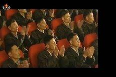 Odhalení fotografií Kim Čong-una z dětství na armádním koncertu v KLDR