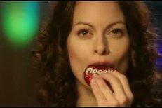 Hana Holišová v reklamě na sušenku.