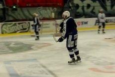 Michal Kempný už je znovu na ledě.