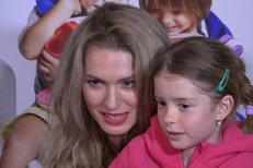 Olga Menzelová poprvé ukázala dceru Menzela!