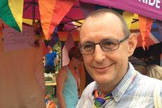 Samotný gay může adoptovat děti, registrovaný ne: Hloupost, říká aktivista Hromada