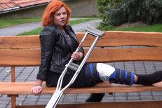 Decastelo se vybourala na motorce: Utrpěla těžké zranění!