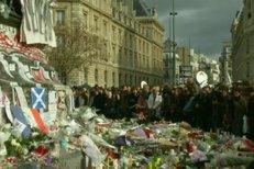 Evropa dnes v poledne minutou ticha uctila památku přinejmenším 129 obětí pátečních teroristických útoků v Paříži