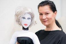 Kdo vyrobil hezčí panenku? Daniela Kolářová, nebo Bára Nesvadbová?