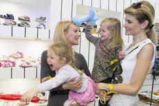 Dcery Kloubkové a Vítové terorizují slavné matky!