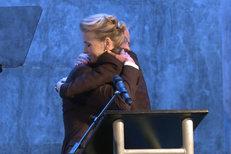 Ona ponese nejtěžší břemeno: Prezidentský kandidát Horáček objal manželku
