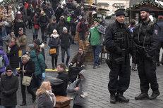Vánoční trhy v Praze a hlídky se samopaly: Strach nemáme, říkají návštěvníci
