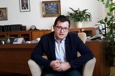 """Ministr pro legislativu Jan Chvojka (ČSSD) chce omezit lobbisty i politiky, kteří s nimi jednají. """"Lobbing není sprosté slovo,"""" dodává."""