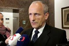 Poslanec Vladimír Koníček (KSČM), předseda kontrolního výboru Sněmovny, se na své kolegy obrátil kvůli nesrovnalostem mezi přiznanými příjmy ministra financí Andreje Babiše (ANO).