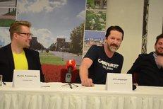 Tisková konference k seriálu Lajna, kde Jiří Langmajer hraje hokejového trenéra
