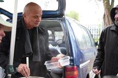 Michal Horáček rozdával brněnským bezdomovcům polévku