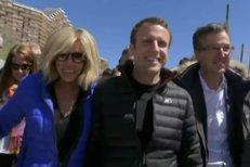 Macron s manželkou Brigitte před finále voleb: V Alpách i společně ve volební místnosti